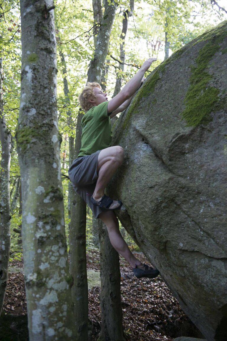 Block rocking beat – Photo: Erik Karlsson, Climber: Carl Nilsask